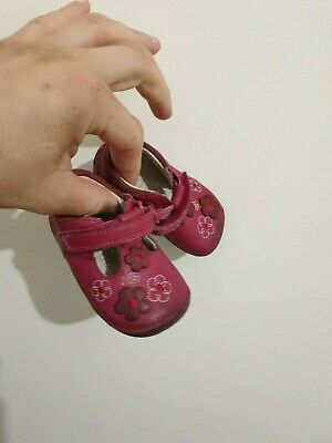 Nice girls leather Clarks shoes/sandals. Size 2F. Check Pictures. VGC