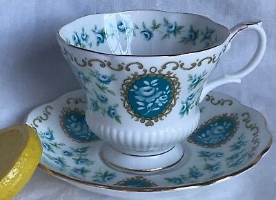 ROYAL ALBERT Teacup & Saucer CAMEO SERIES TREASURE Bone China ENGLAND
