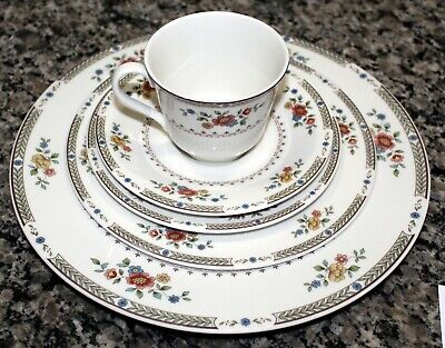 Royal Doulton Kingswood 5 Pc Place Setting Dinner Salad Bread Cup Saucer
