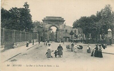 CPA - France - (58) Nièvre - Nevers - La rue et la porte de Paris