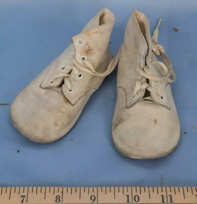 Vintage Pair of White Leather Baby Shoes dq