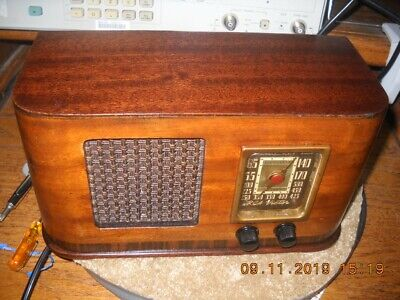 antique WORKING 1940's  RCA Victor Tube Radio model 45X3 Photos shows working