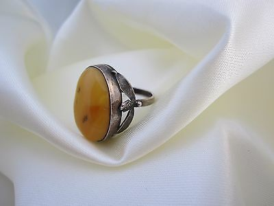 Antiker Ring aus Sterlingsilber mit Butterscotch Bernstein