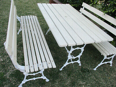 Beautiful Outdoor Patio Setting, Ornate Alloy Legs.  Top Condition