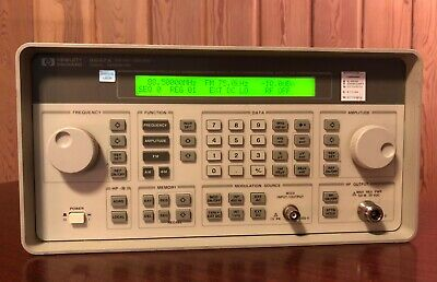 Hewlett Packard HP 8647A Synthesized Signal Generator, 250 kHz to 1000 MHz