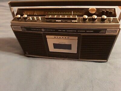 VINTAGE GE General Electric Stereo Radio Cassette AM FM Boom Box 3-5255 A