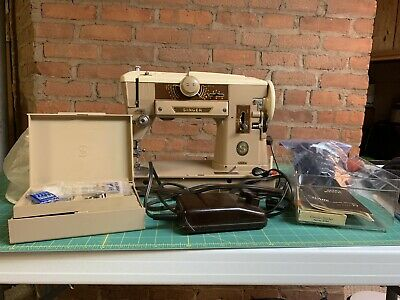 Singer 401A Sewing Machine, Slant Needle, Heavy Duty W Cams & Accessories