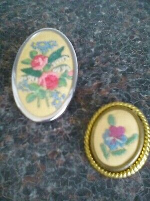 Old Broaches Embroidered Details Of Flowers