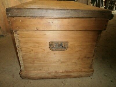 Antique pine blanket/carpenters chest
