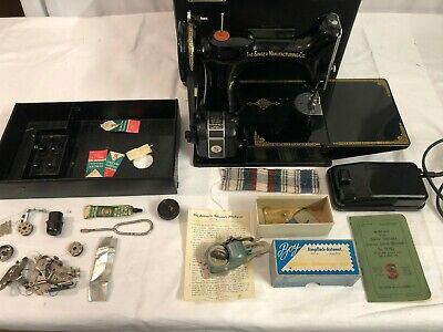 Vintage Singer Portable Electric Sewing Machine Model 221K1 Superb Condition
