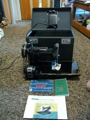 1955 Vintage SINGER 221-1 Featherweight Sewing Machine w/ Pedal, Extras & Case