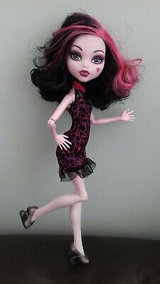 Monster High Doll Draculaura Sweet 1600 Roadster in original clothes.