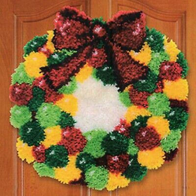 CHRISTMAS WREATH LATCH HOOK RUG KIT, BRAND NEW from UK SELLER
