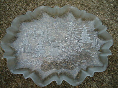 Mekasa Holiday Classic 17 Inch Clear Glass Oval Platter Frosted Girl/Christmas T