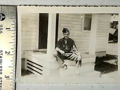 #BW317 /  WW2 photo of US ARMY SOLDIER - Sitting on step in UNIFORM / Oct. 1944