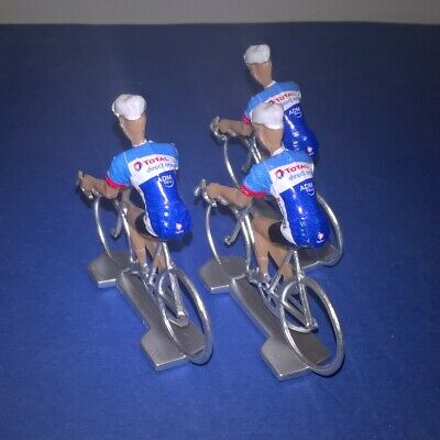 3 cyclistes miniatures Tour de france - Cycling figure Total Direct Energie 2019