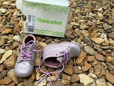 LEATHER FIRST STEPS WALKING SHOES FLEXIBLE NON SLIP SOLE UK 5 Infant
