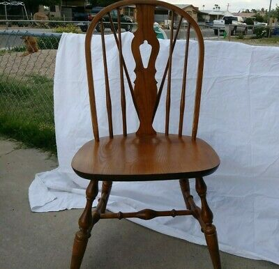 Nichols and Stone Windsor Style Dining Chair Vintage Sturdy with Keyhole back