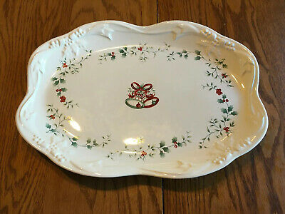 Pfaltzgraff Winterberry Oval Bread Tray Platter Christmas Holly Berries