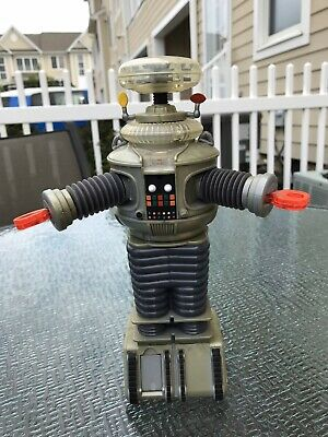 Lost In Space Robot From The Classic Tv Show