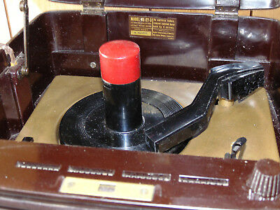 RCA VICTOR Bakelite Portable 45 Record Player; 45 EY-3