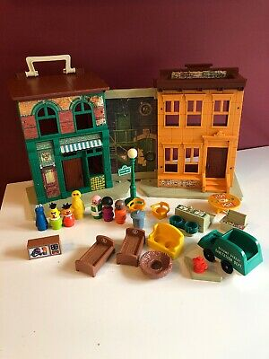 Vintage Fisher Price Little People Sesame Street 938 Play Set and Figures Lot