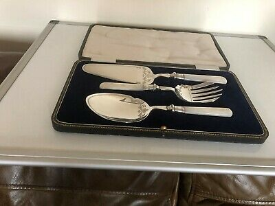 Cased Set Of Victorian Silver Plated & Mother Of Pearl Servers (Mop P400)