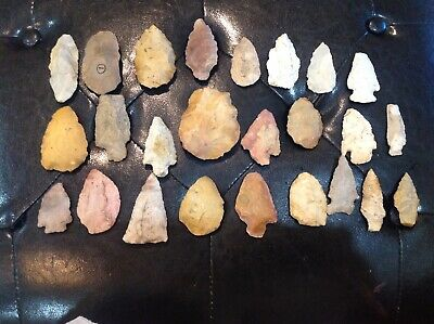 Authentic 25 Primitive Native American Indian Arrowheads Artifacts Stone Tools