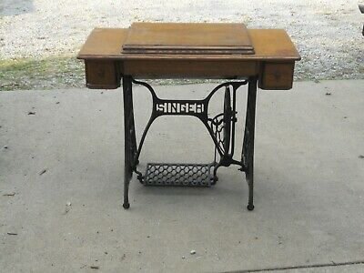 Vintage Singer Treadle Sewing Machine Table 1917 Model 127 Drawers 3