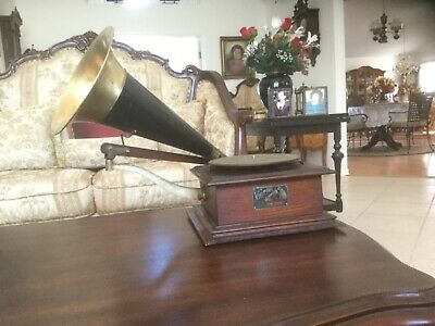 Antique Victor Victrola  phonograph working condition