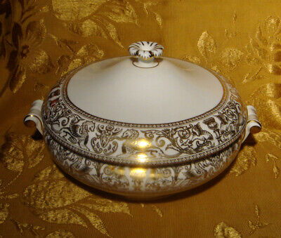 Wedgwood *Florentine Gold* W4219 Covered Vegetable Serving Bowl Made In England