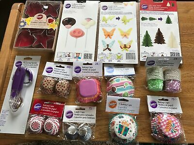 Wilton Mixed Cupcake cake and decorating items Ref 4