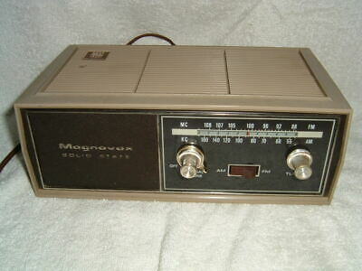 Magnavox solid state AM/FM radio 1R 1700 tested and works