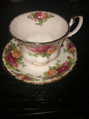Royal Albert Old Country Roses Tea Cup and Saucer, Bone China England