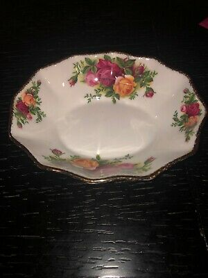 """1962 Old Country Roses Scalloped candy dish by Royal Albert Bone China 5.5"""""""