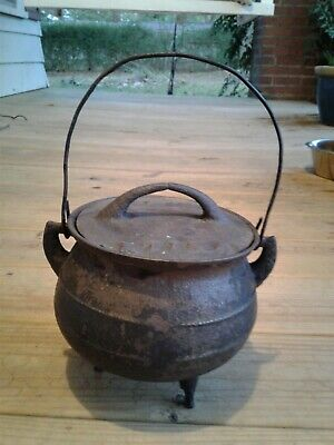 Antique Baby Cast Iron 3 Legged Gypsy Kettle Bean Pot Witch Cauldron With Lid