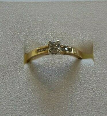 18ct solid gold ring with diamonds