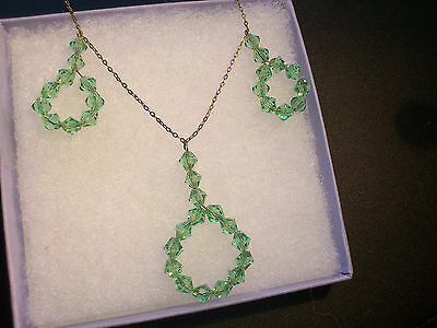 Art Deco necklace/ vintage 1920 necklace/ 1930 glass beads/ apple green droplets