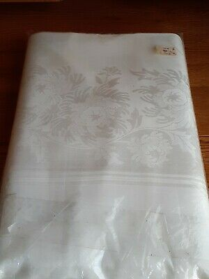 Vintage  Luxurious Damask Table Cloth  New In  Pkt  140 X 64