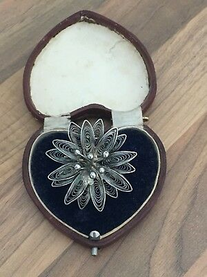 Beautiful Vintage Silver Tone Filigree Flower Pin Brooch