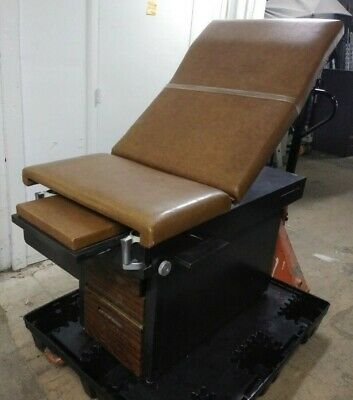 MidMark Medical Exam Table / Brown / Manual