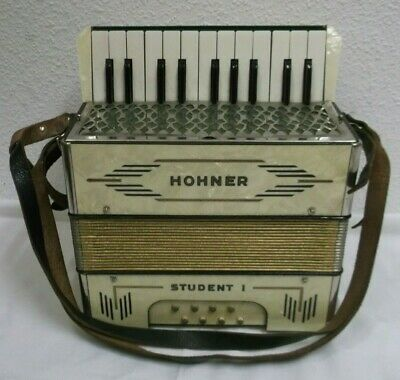 40er Years Hohner Student 1 Accordion with Sheet Music in case Accordion 40s