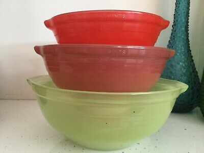 Vintage Pyrex Early Sprayware Nesting Mixing Bowls Set x 3