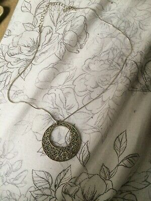 Xmas Gift Vintage White Metal/Silver Plated ???Filigree Pendant Necklace 18""