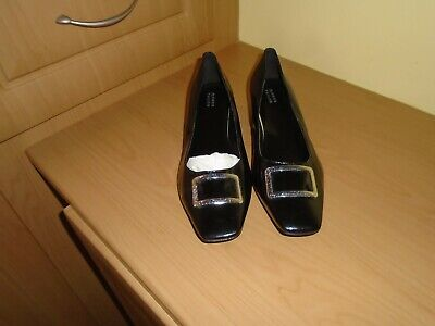 Lovely Brand New Without Tags Smart Black Flat Shoes.   Size 8E