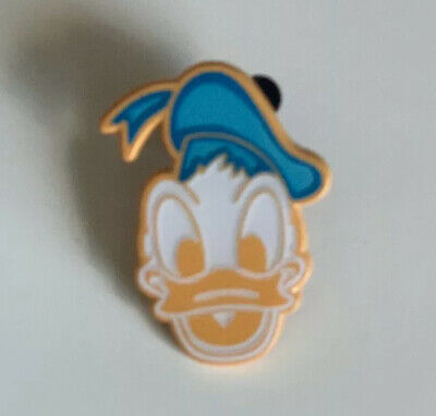 Disney Donald 2019 Mickey's Very Merry Christmas Party LR Mystery Cookie Pin