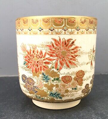 Fine Japanese Meiji Satsuma Bowl with Floral Decorations, Signed