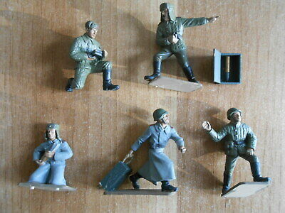 Italeri 6880 russian ZIS 3 servants 54mm 1:32 1/32