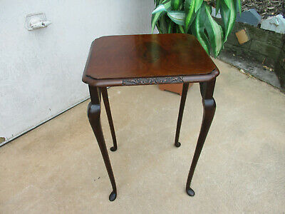 Small Attractive Mid Century,  Occasional Table. Queen Anne Legs, Good Condition