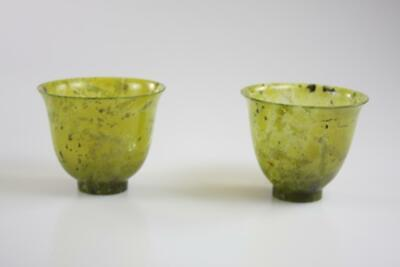 VINTAGE CHINESE HAND CARVED GREEN JADE CUPS with BOX